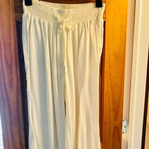 Pants - Flowy cream cropped pants